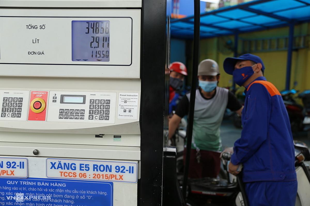 Giá xăng còn 12.000 đồng một lít, nhưng giá điện tăng 8,36 %